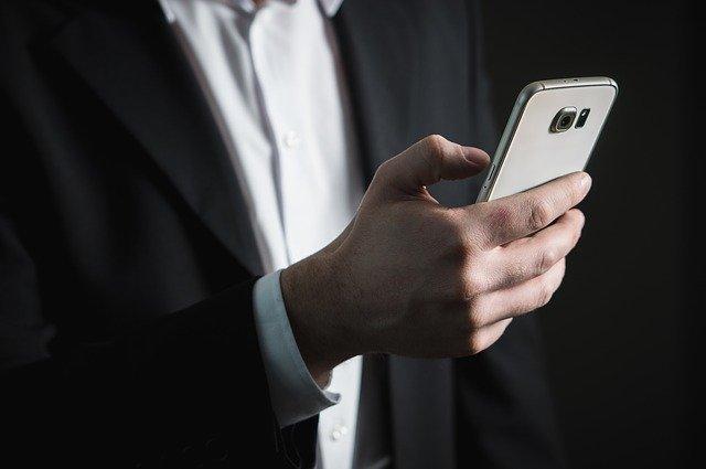 3-Ways-of-Enhancing-Phone-Reception